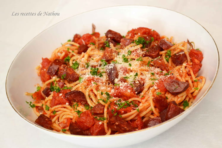 Spaghettis au chorizo, tomates et piment doux du Chili