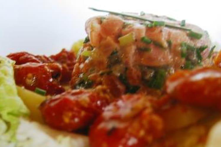 Tartare de saumon, pommes de terre et tomates confites