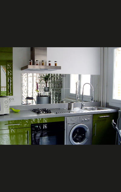Un miroir qui agrandit les petites cuisines