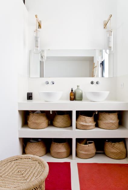 15objets détournés qui font la déco de ces salles de bains