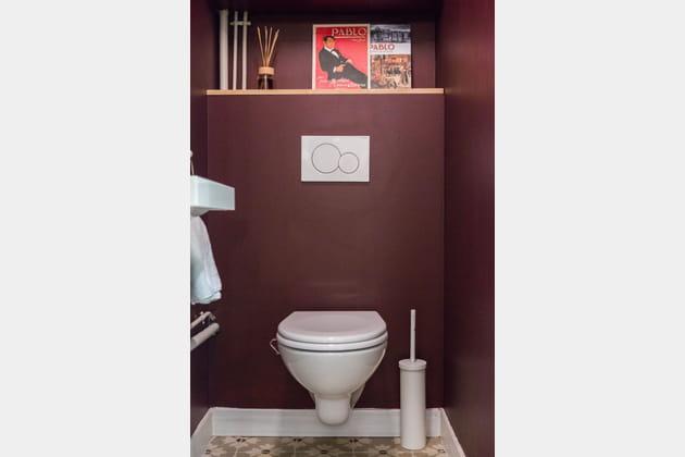 Toilettes bordeaux