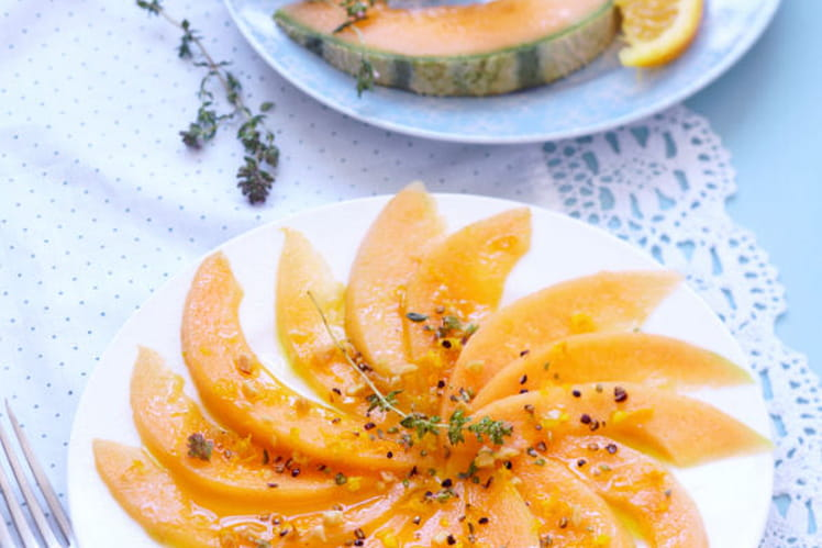 Carpaccio de melon sauce vinaigrette agrumes et cacahuètes concassées