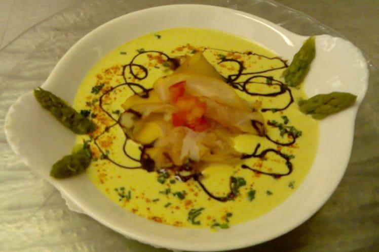 Crème d'asperges aux lamelles de thon fumé
