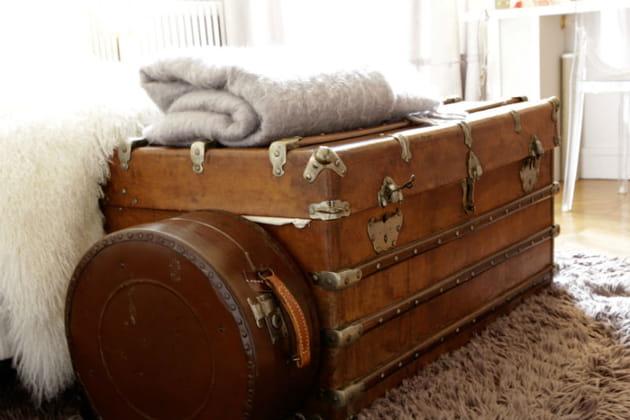 Des valises anciennes comme bout de lit