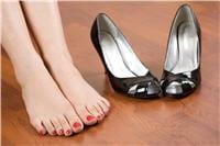 les chaussures à talons de plus de 4cm accentuent la sensation de jambes