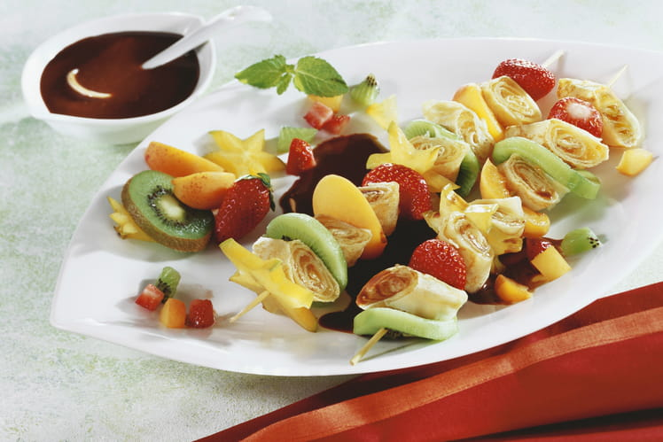 Brochettes de crêpes et de fruits