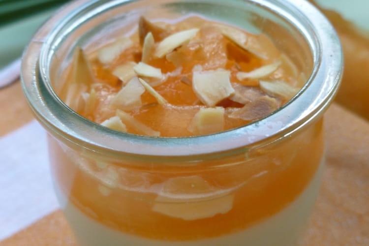 Panna cotta au melon, miel et amandes grillées