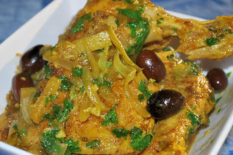 Tajine de poulet au citron et olives noires