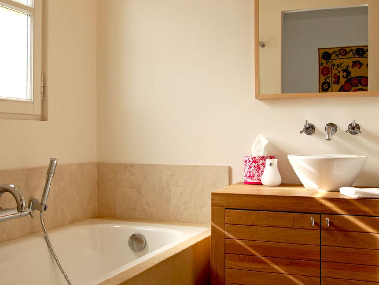 une bo te de mouchoirs color e. Black Bedroom Furniture Sets. Home Design Ideas