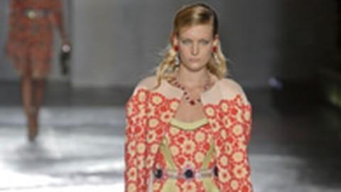 Le défilé Prada prêt-à-porter printemps-été 2012 en vidéo