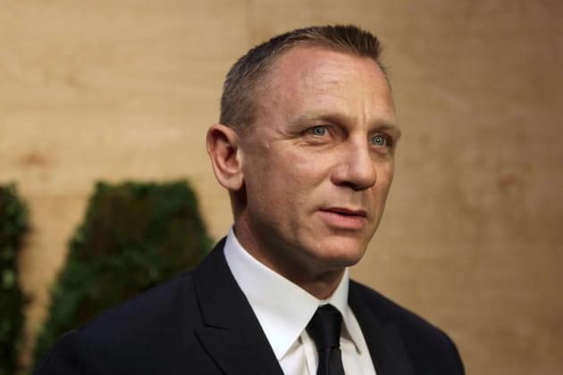 Daniel Craig se travestit pour dénoncer les inégalités