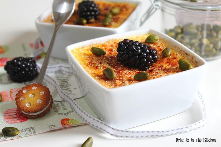 Crème caramélisée aux mûres et pistaches