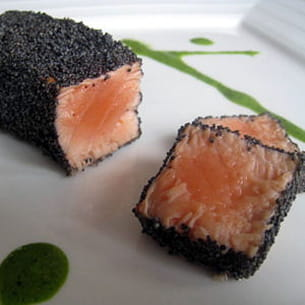 saumon en habit noir et sa sauce verte