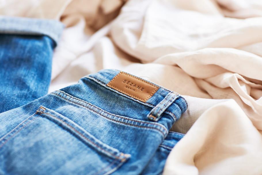Les plus jolies fesses du monde dans un jean Sézane