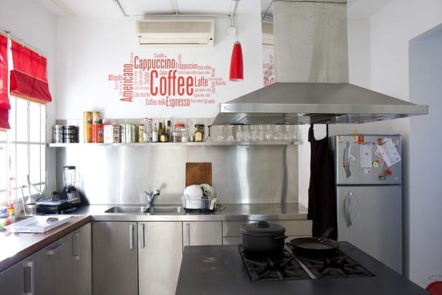 Une cuisine métallique