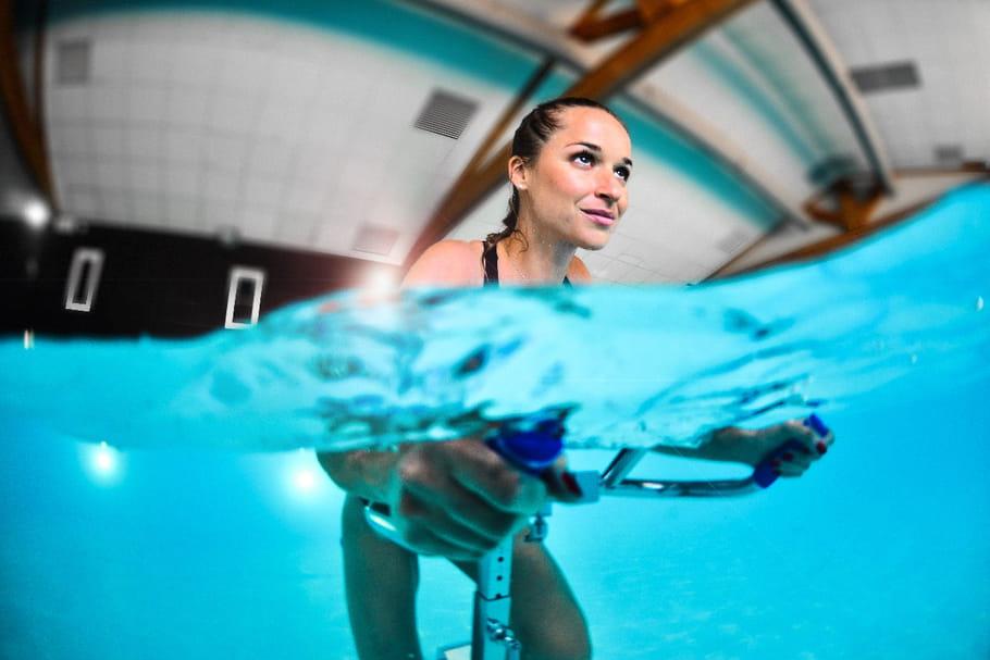 Brûler des calories sans douleur: on dit oui à l'Aqua Body Bike!