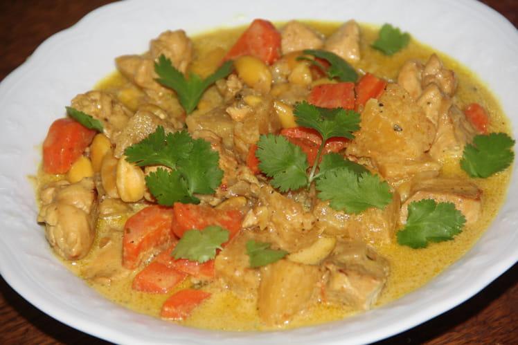Curry de poulet à l'ananas et aux amandes