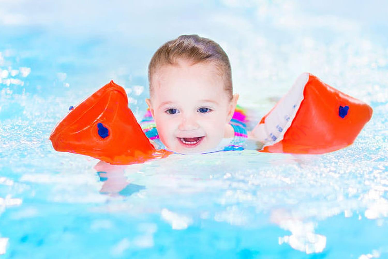 Baignade avec bébé : avez-vous les bons réflexes ?