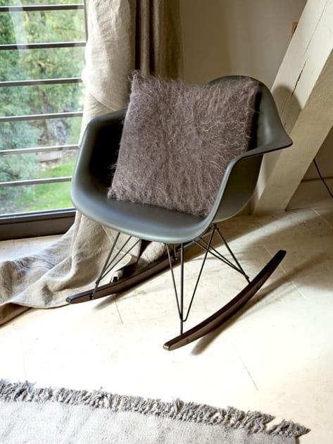 Un fauteuil rétro à bascule