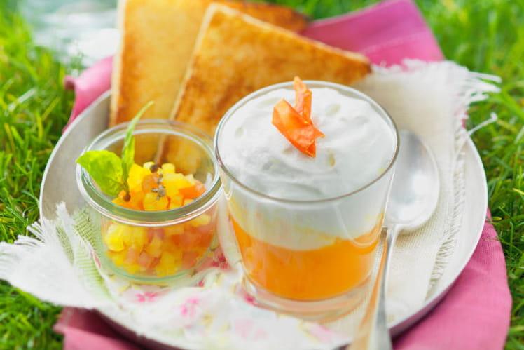 Verrines de soupe froide de tomate et poivrons jaunes, chantilly au Chavroux®