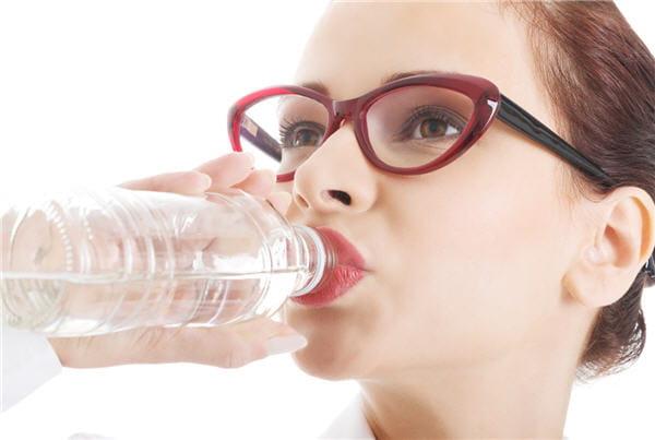 On boit de l'eau (souvent)