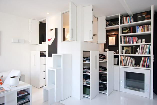 un lit dans un placard. Black Bedroom Furniture Sets. Home Design Ideas