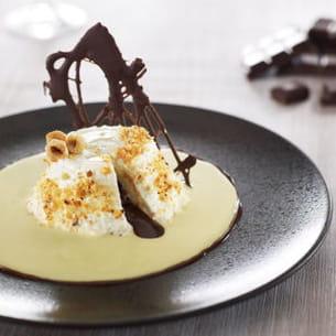faisselle, cœur coulant au chocolat-praliné, crème anglaise à la noisette de