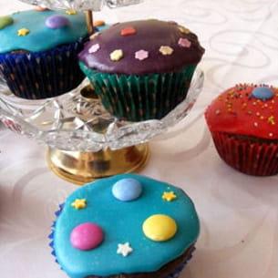cupcakes au chocolat très colorés