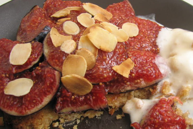 Tartelettes tièdes aux figues et glace aux amandes