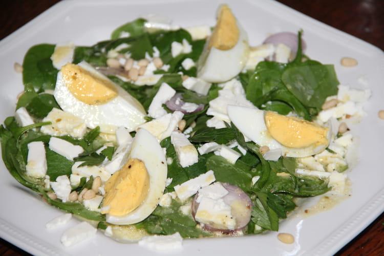 Salade de pourpier, feta et œufs durs, vinaigrette à l'orange