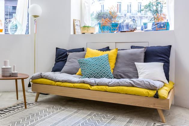 coussins bleu marine et jaune. Black Bedroom Furniture Sets. Home Design Ideas