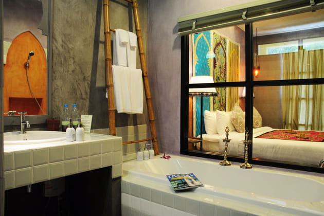 Salle de bains ouverte sur la chambre