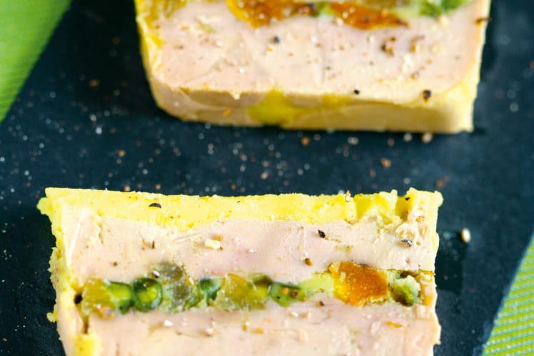 Terrine de foie gras de canard aux abricots et aux pistaches