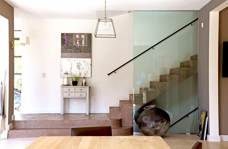 Un escalier en b ton cir for Peindre escalier beton interieur