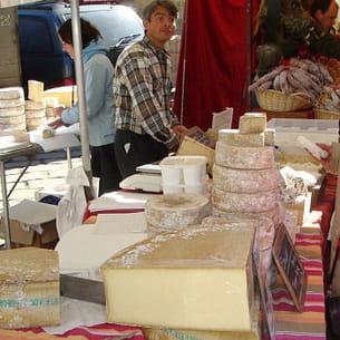 un marché pour gourmets en savoie