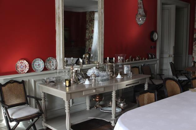 Une table de drapier peinte en gris