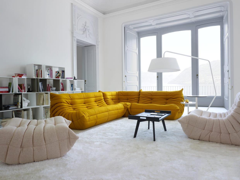 canap togo par michel ducaroy chez ligne roset. Black Bedroom Furniture Sets. Home Design Ideas