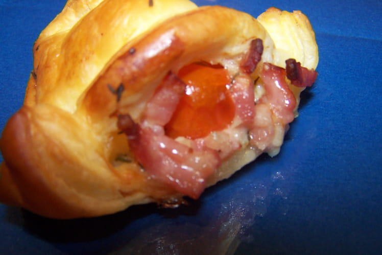 Feuilletés aux lardons, gorgonzola et tomates