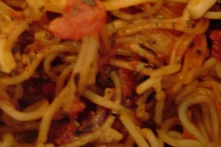 Capellinis à la sauce tomate relevée