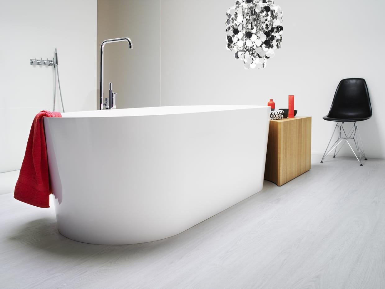 le sol stratifi effet bois blanc. Black Bedroom Furniture Sets. Home Design Ideas