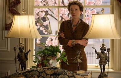 le personnage joué par emma thomson, tourmenté par son passé. 'dans l'ombre de