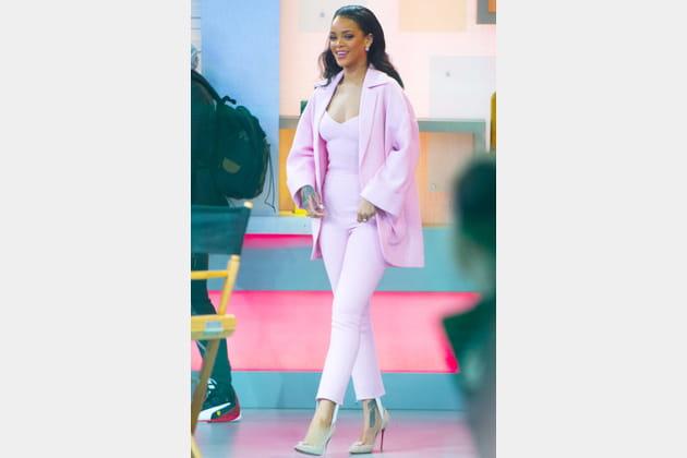 Rihanna en combinaison rose