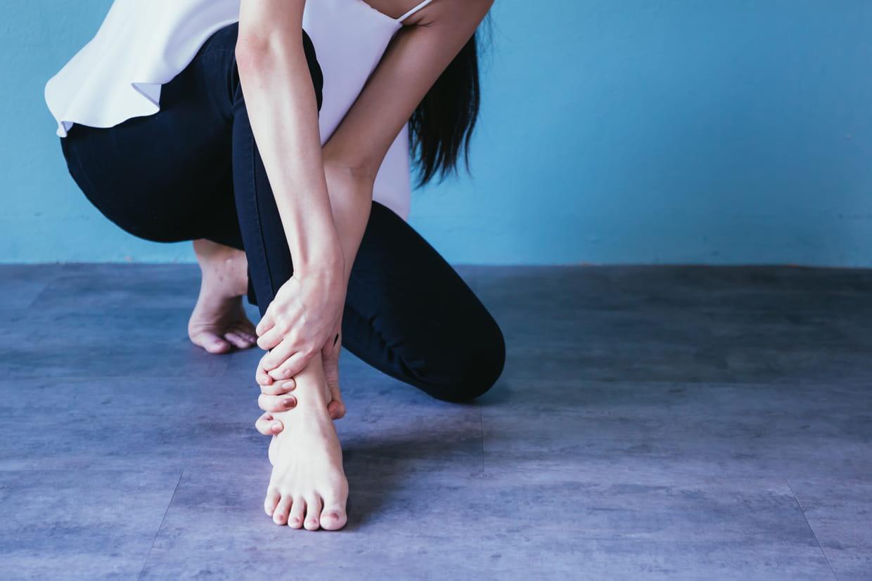 Chevilles gonflées : causes et traitements