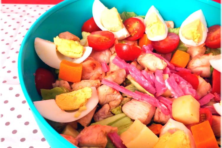 Salade de poulet à l'huile de sésame (bacon, oeufs, tomates)