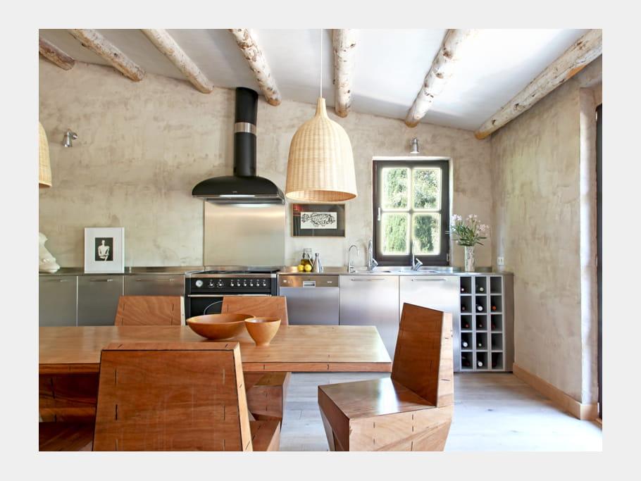 cuisine de caract re une maison d 39 antiquaire qui nous fait r ver journal des femmes. Black Bedroom Furniture Sets. Home Design Ideas