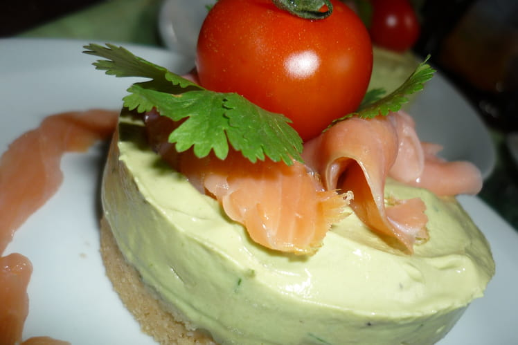 Cheese cake avocat saumon et biscuit salé