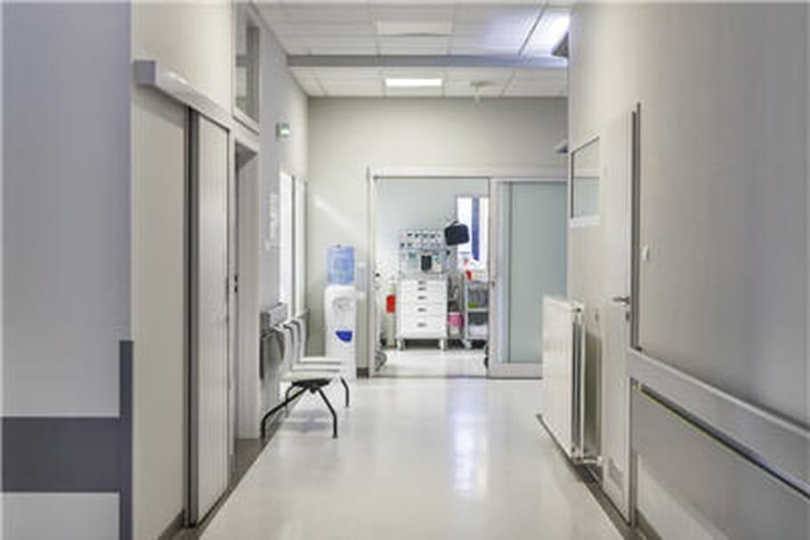 Ebola: quel traitement pour l'infirmière de MSF?
