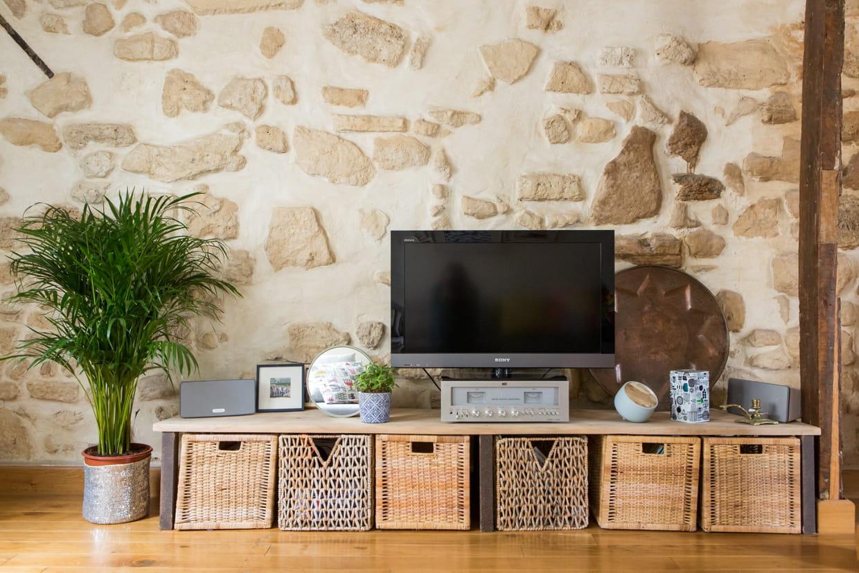 un meuble t l en panier. Black Bedroom Furniture Sets. Home Design Ideas