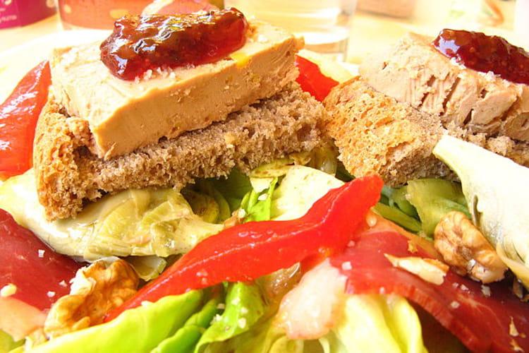 Salade d'été au foie gras, confiture de figues