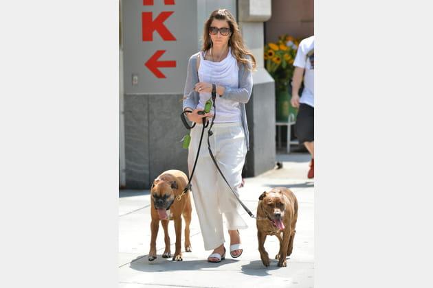 Jessica Biel promène ses chiens à SoHo